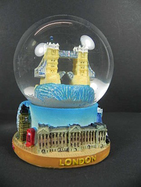 london tower bridge boule de neige 11 cm big ben buckingham snowglobe neuf. Black Bedroom Furniture Sets. Home Design Ideas