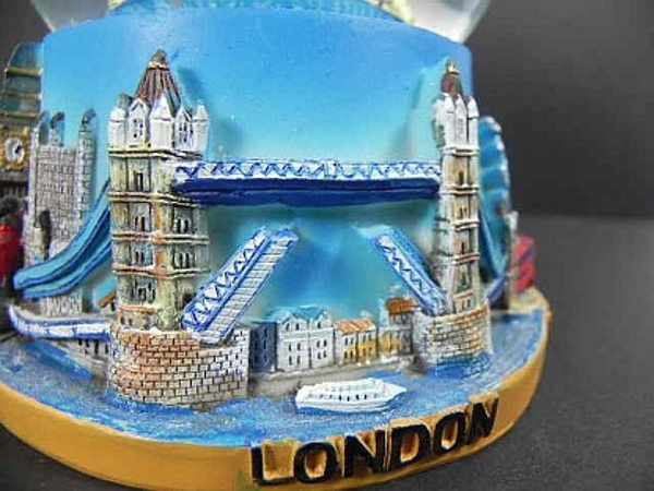 london tower bridge gro e schneekugel 14 cm big ben buc ebay. Black Bedroom Furniture Sets. Home Design Ideas