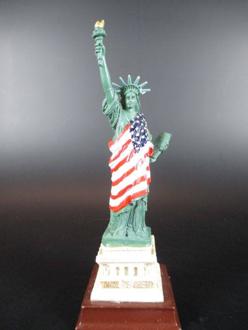 new york freiheitsstatue liberty flagge 15 cm poly modell. Black Bedroom Furniture Sets. Home Design Ideas