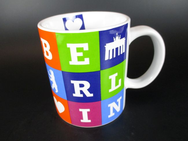 berlin kaffeetasse buchstaben becher souvenir tasse. Black Bedroom Furniture Sets. Home Design Ideas
