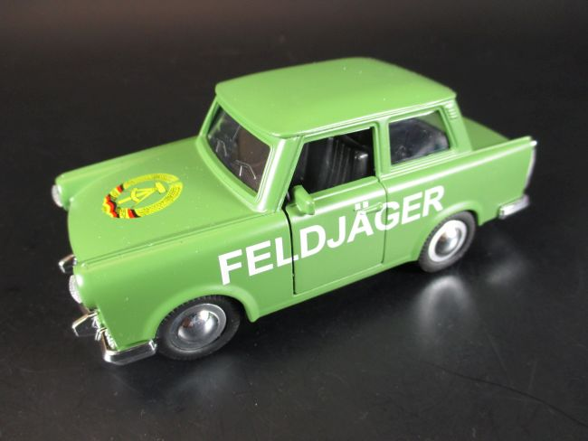 trabi feldj ger ddr voiture miniature diecast souvenir germany neuf 1 30 ebay. Black Bedroom Furniture Sets. Home Design Ideas