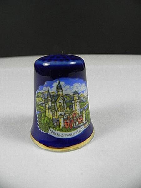 Ch teau de foxglove schwanstein dans bo te en porcelaine collector d coudr - Collectionneur de boite ...