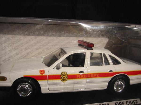 ford crown victoria fire chief 1 24 motormax neu. Black Bedroom Furniture Sets. Home Design Ideas