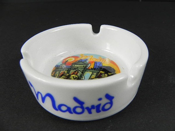 madrid aschenbecher spanien spain ashtray souvenir 6 cm neu keramik ebay. Black Bedroom Furniture Sets. Home Design Ideas