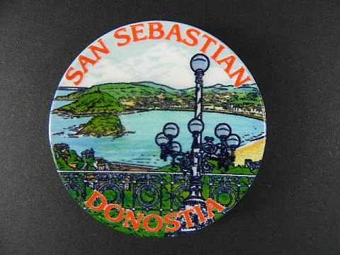 san sebastian magnet spanien souvenir spain 6 cm k hlschrankmagnet aus keramik ebay. Black Bedroom Furniture Sets. Home Design Ideas