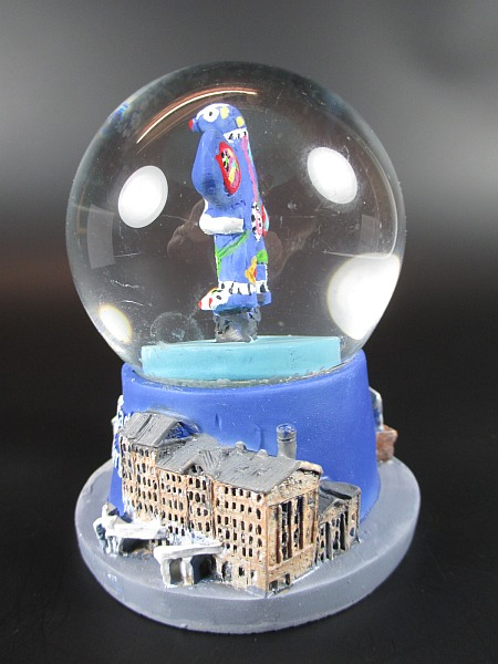 schneekugel duisburg lifesaver brunnen theater snowglobe germany souvenir ebay. Black Bedroom Furniture Sets. Home Design Ideas